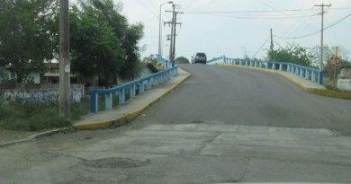 Denuncian peligroso deterioro de puente vehicular en la Escobedo