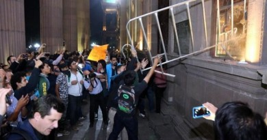 manifestantes-vandalizan-palacio-2