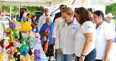 Inaugura Alma Laura Amparán Expo Venta deArtesanías
