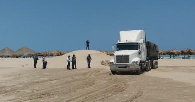 Autoridades obligan a empresa a regresar arena saqueada de playa Miramar