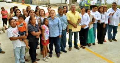 Inaugura Alma Laura Amparán pavimentación