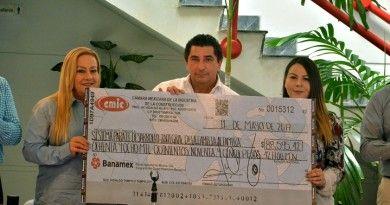 Entrega donativo Cámara Mexicana de la Industria d