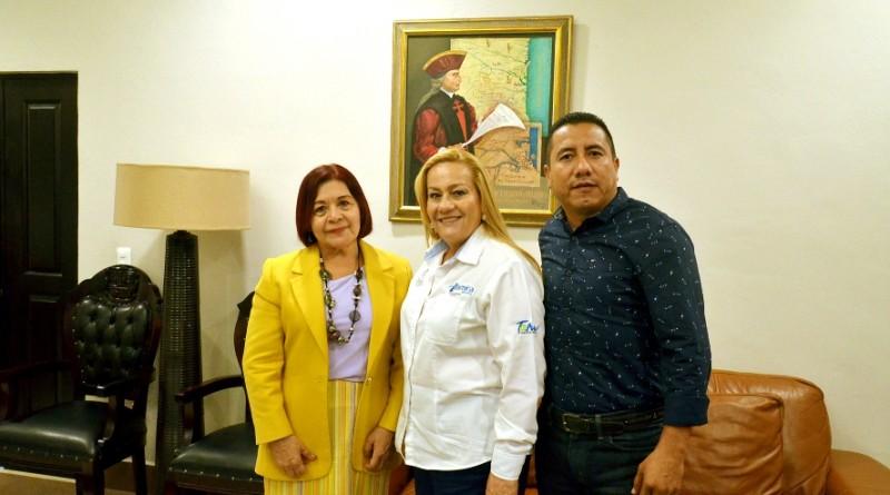 Se reúne Alma Laura Amparán