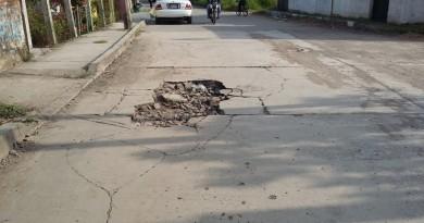 CAEV daña las calles pavimentadas al dejar inconclusos traba