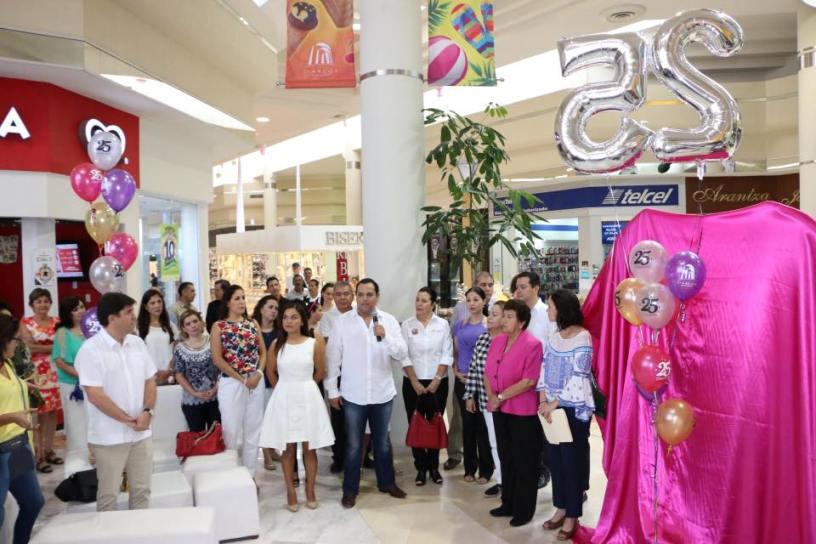 Participa Magdalena Peraza en 25 Aniversario de la Plaza Comercial 3 Arco