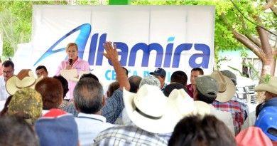 Preside Alma Laura Amparán reuni