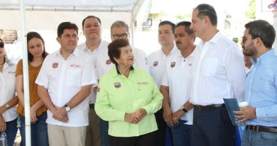 "Alcaldesa de Tampico coloca primera piedra de la ""Plaza Laguna"""