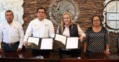 Brinda Alma Laura Amparán su apoyo a los adultos Mayores de Altami