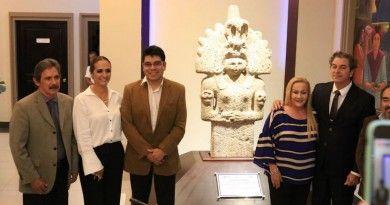 Devela Alma Laura Amparán monolito de la diosa Ixcuina