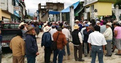 """Funcionaria federal pide """"moche"""" de 50 pesos a beneficiarios del programa 65 y Más"""